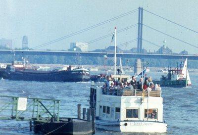 Damco 3 met de sleepboot Rheinstahl Düsseldorf.