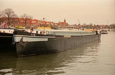Lis in de haven van Sliedrecht.