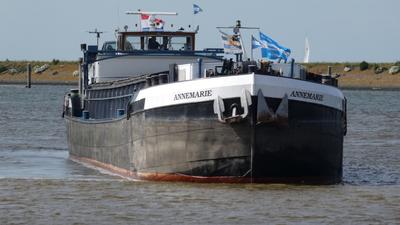 Annemarie in de Buitenhaven in Den Oever.