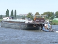 Emmanuel met de duwboot Emmanuel II Zeeburg.