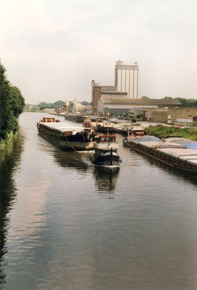 Torrent gesleept door de Deo Volente op het Twentekanaal bij Lochem.