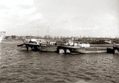 Damco 25 tussen de Damco 117 en 89 1972 Waalhaven Rotterdam.