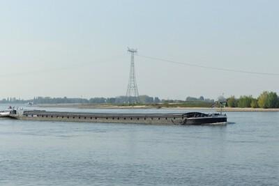 Obelix op de Waal bij Rossum.