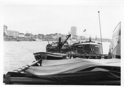 Damco 164 & Damco 101 met de sleepboot Damco 21 Düsseldorf.