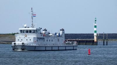 A 854 Hydra in de Binnenhaven in Den Oever.