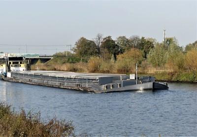Fritrans 2 op het Maximakanaal bij Den-Bosch.