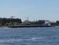 Marjan met de duwboot Betsie ter hoogte Zaandam.