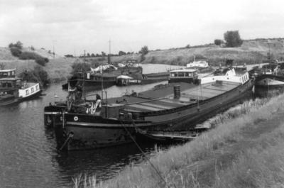 Damco 33 in 1953 beneden sluis 15 in Nederweert.