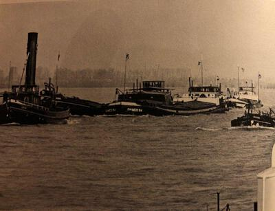 Damco 84 met de sleepboot Anton.