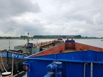 IVT 01 samen met de Berkel 01 voor de Sam op weg naar sloperij Treffers in Haarlem.