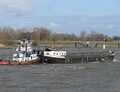 Catharina Elizabeth voor de Paula bij Streefkerk op weg naar sloperij Treffers in Haarlem.