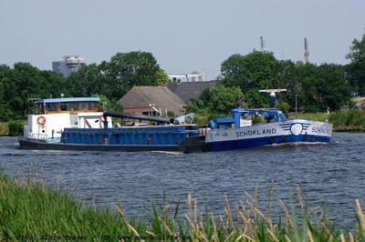 Schokland op het Eemskanaal in Delfzijl.