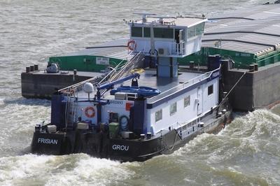 De Jaap met de duwboot Frisian Rotterdam.