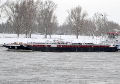 Imperial 266 met de duwboot Herkules X Düsseldorf.