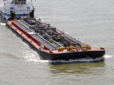 De Imperial 269 met de duwboot Herkules IX Neuss.