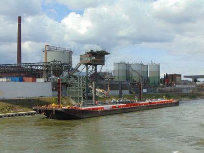 De Imperial 267 in de haven van Duisburg.