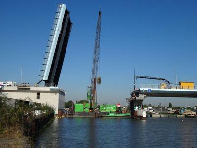 De Voorbij II bij de bouw van de nieuwe hefbrug in de Extra Gouwekruising bij Gouda.