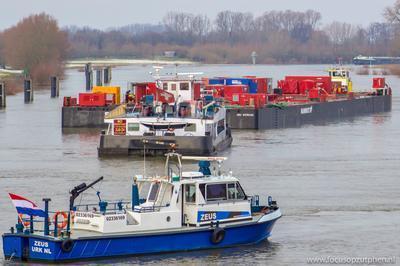 De Zeus op de IJssel in Zutphen.