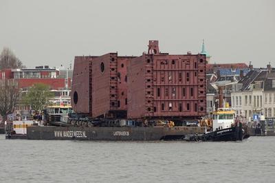 De Lastdrager 26 met de sleepboot Broedertrouw XV Dordrecht.