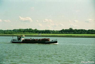 Richard Sr op het Hartelkanaal bij Rozenburg.