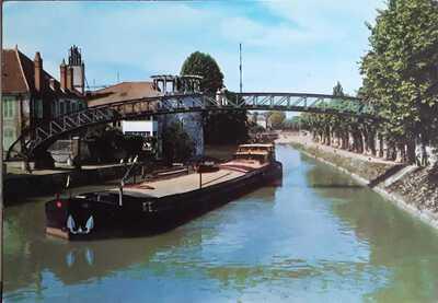 Ja in Montrargis le canal de Biare.