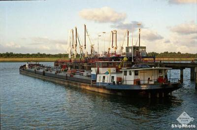 Hera op het Hartelkanaal bij de Gulf.